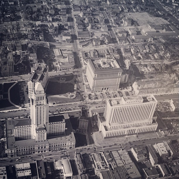 Over city hall looking west before the construction of the 101 fwy in #dtla. 1940. #park101