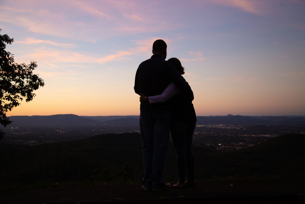 roanoke-mountain-nature-sunset-sun-outside-love-engaged-couple-smiling-infatuated-embraced-look-overlook