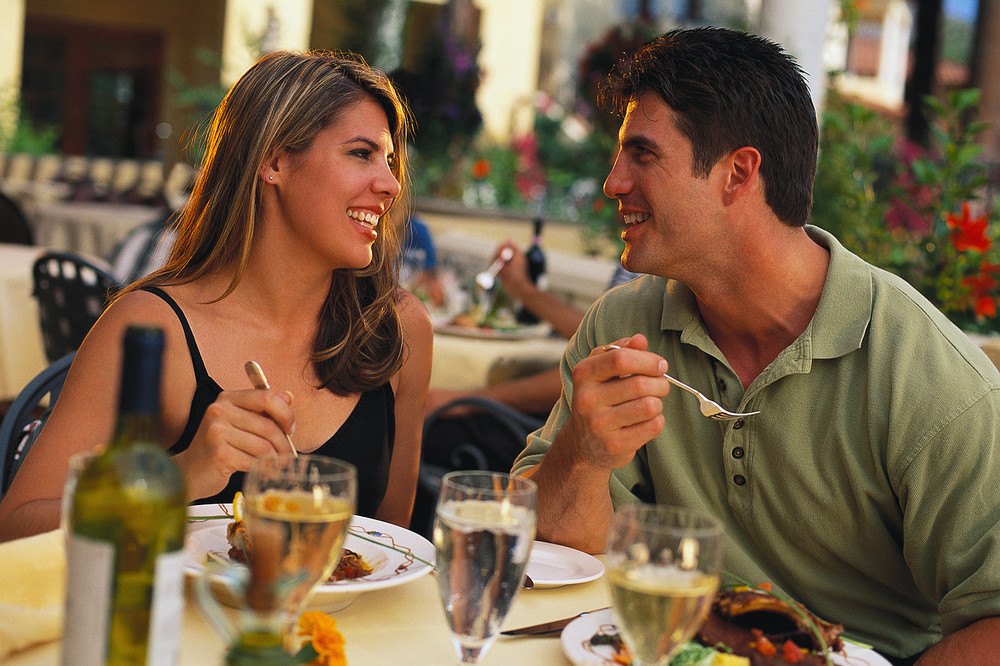photo-of-couple-eating-dinner.jpg