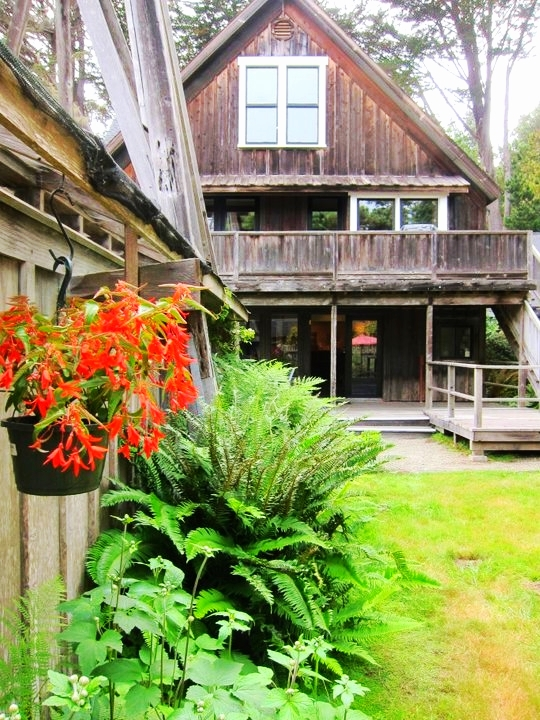 the greenhouse garden & barn loft residence rental