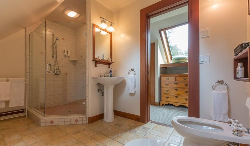GD_CH_lo_bathroom-e1456352293912.jpg