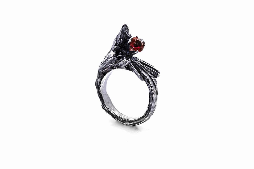 Namazu Ring | Side SetSterling silver,garnet