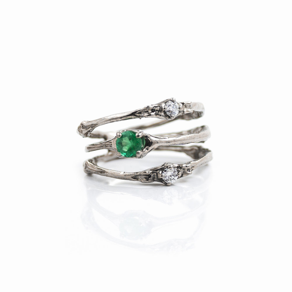 18ct white gold with emerald and white diamonds