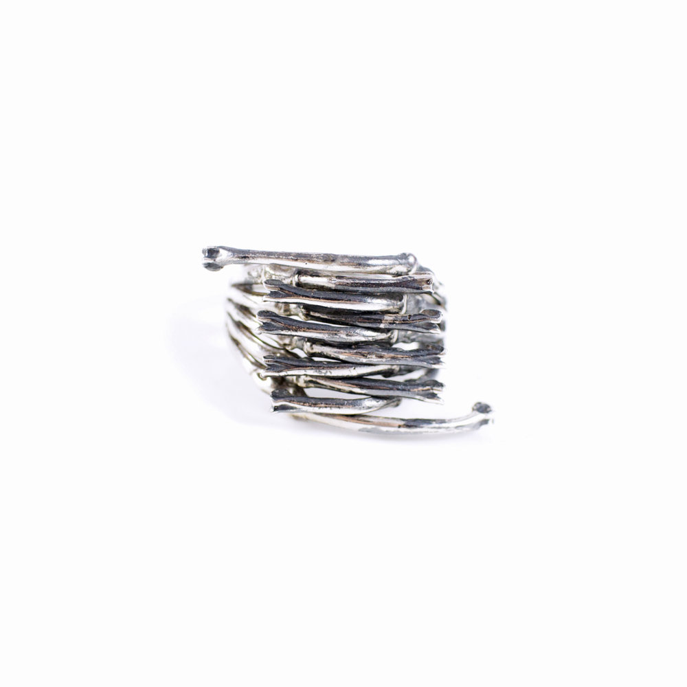 Crossing Ring : Oxidised sterling silver.