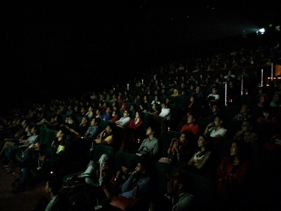 Penonton yang membludaki XXI Epicentrum