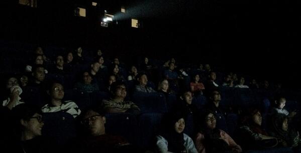 Theatre 8 Plasa Senayan penuh sesak!