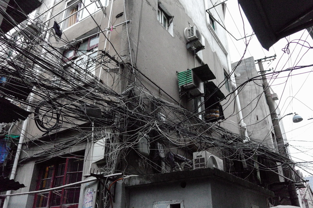 On to the old town , the poorest part of Shanghai . I believe the Electrician must turn up and think that its easier just to fit another wire than figure out which actually has the problem