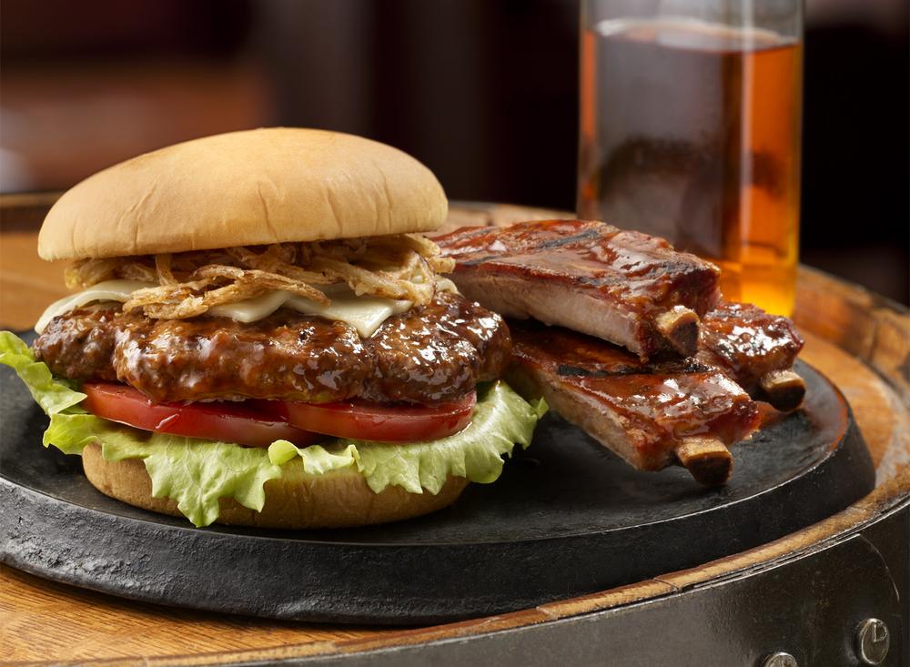 Smokehouse_Burger_With_RIbs | Tony Kubat Photography
