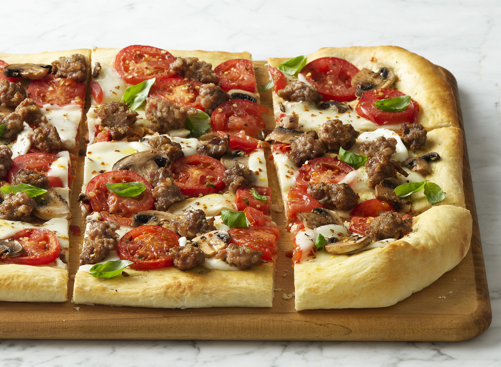 Sausage Tomato Mushroom Pizza | Tony Kubat Photography