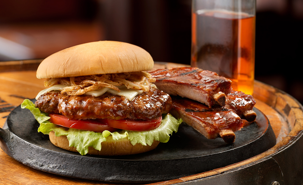 Smokehouse_Burger_With_RIbs | Tony Kubat Photography