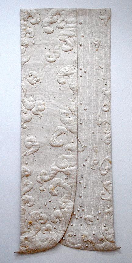"""'salpuri' & nbsp;  2000 Fissil industriel 82 """"x 37"""", feutrine artisanale, perles en céramique, sérigraphie, machine et amp;  coutures à la main"""