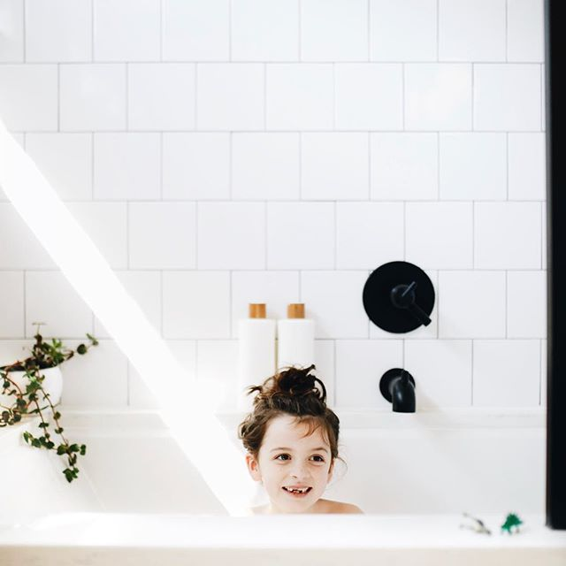 Morning baths, magical light beams, bubbles, and dinosaurs for my sweet girl. She's been such a little trooper this week. . . . . #everygirlathome #livesimple#clickinmoms #minimallife #mydomaine #apartmenttherapy #inmydomaine #realsimple #designsponge #rshome #homeiswheretheheartis #buildersofig #theeverygirlathome #sodomino #childhoodunplugged #bath #modernbath
