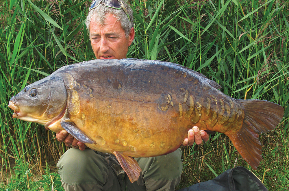 Martin watched this 32lb 4oz mirror pick up his hookbait while stalking