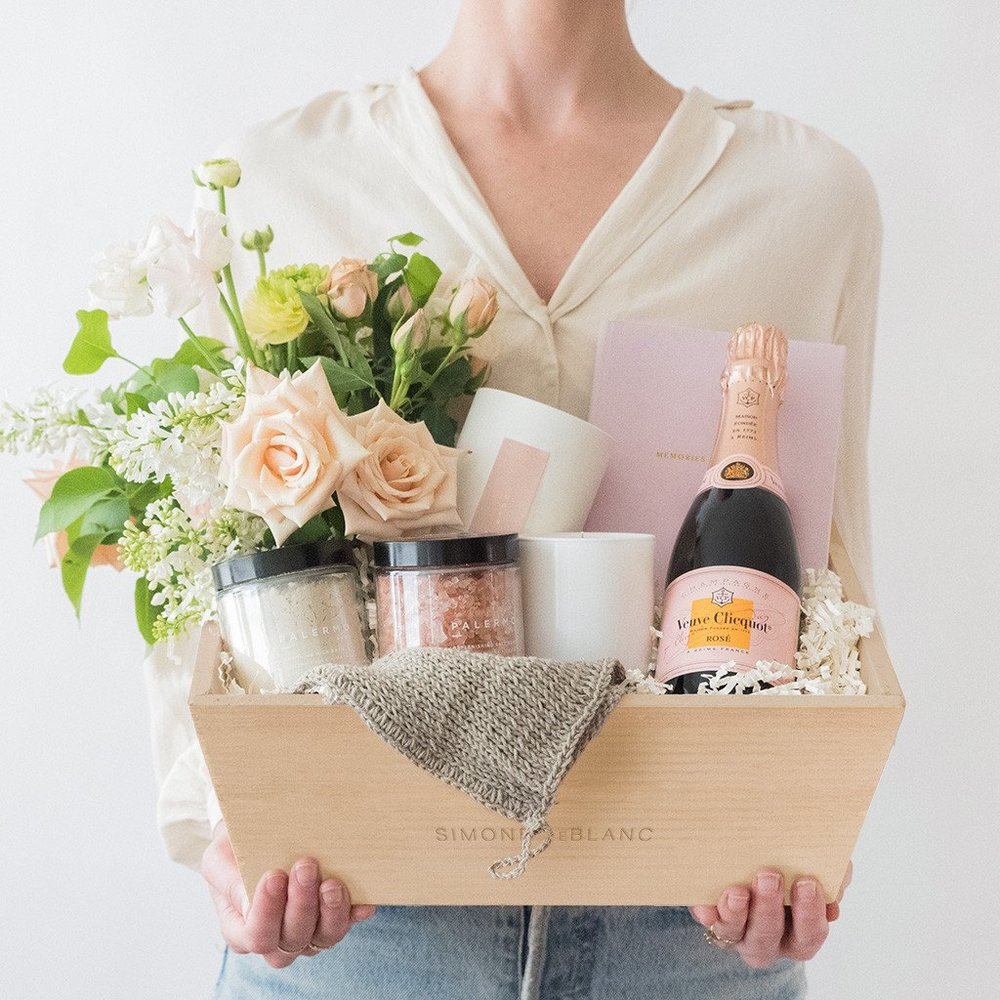 SL-Staycation-Champagne_Flowers-Box_1024x1024.jpg