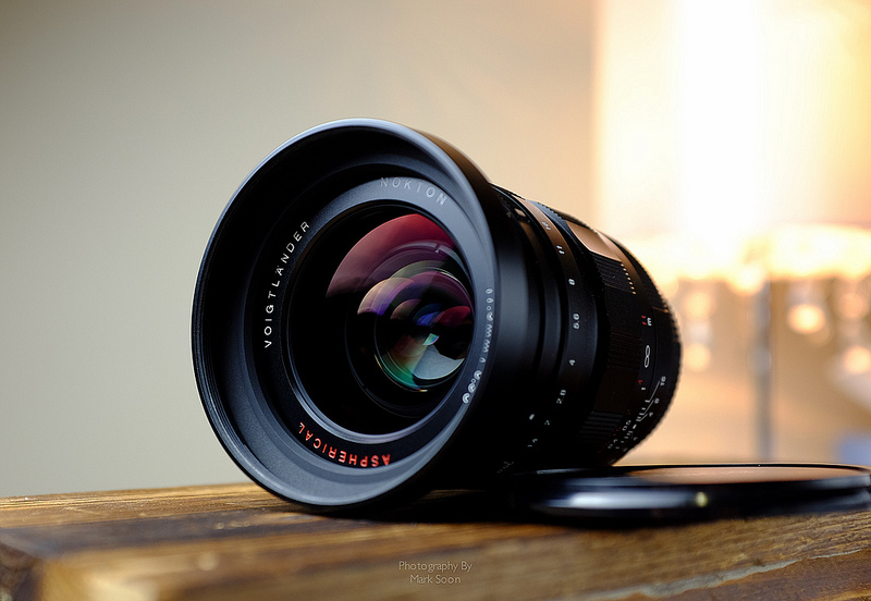 Voightlander 17.5mm F0.95 lens review
