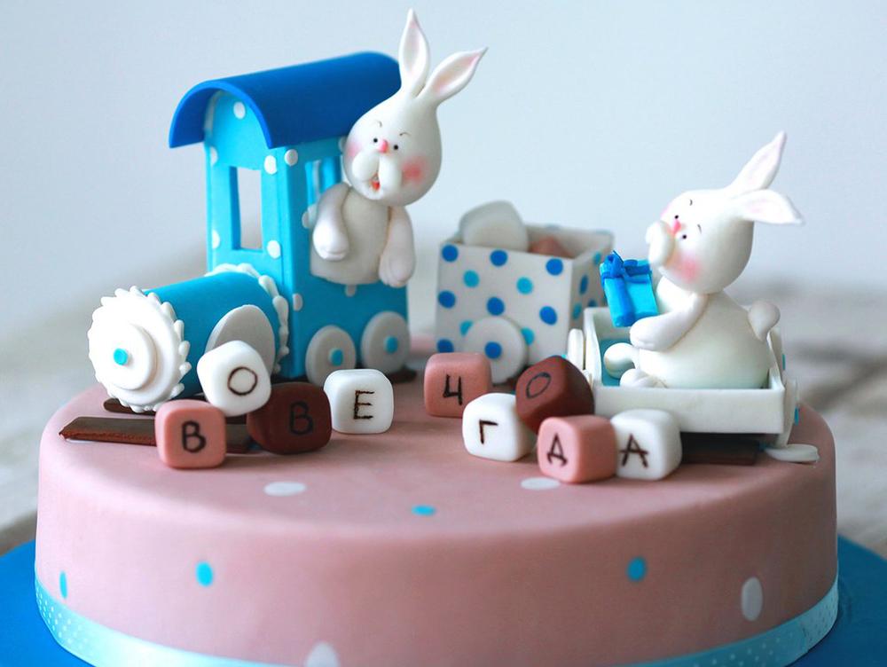 Детский торт с паровозиком и зайцами