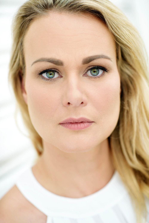 Angela Olyslager