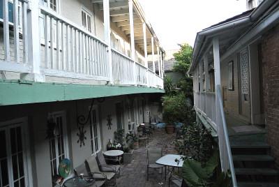 courtyard2_01.JPG