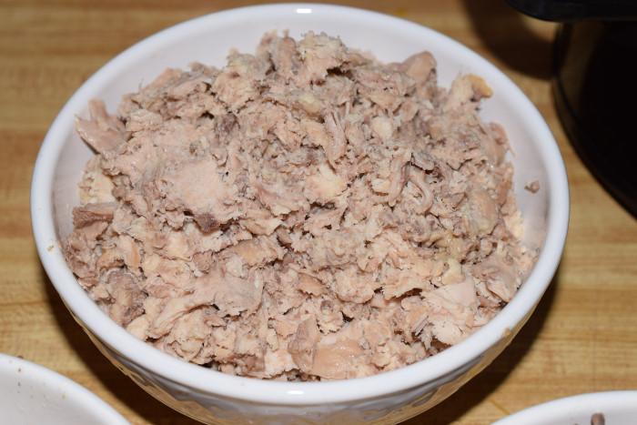 Shredded chicken meat