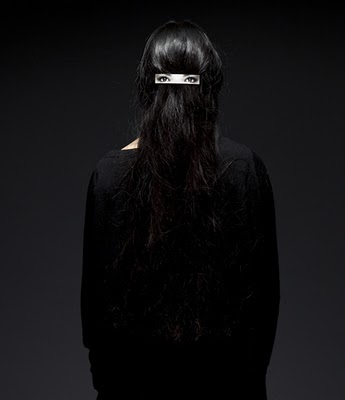 dzn_Hair-clip-on-Hair-by-Humans-Since-1982-6.jpg