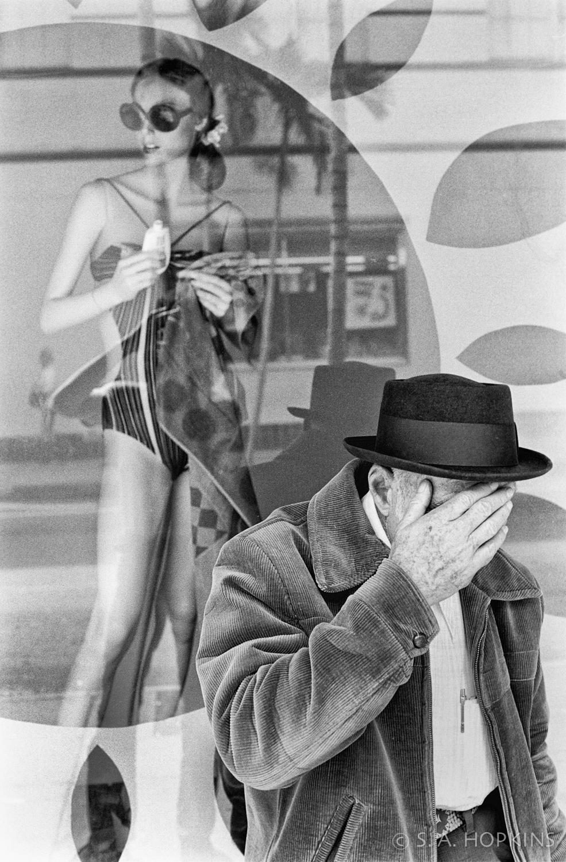 old_man_mannequin_handface.jpg