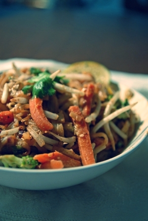 Foodable WebTV Network |  Pictured: Noodles & Company's Indonesian Peanut Sauté