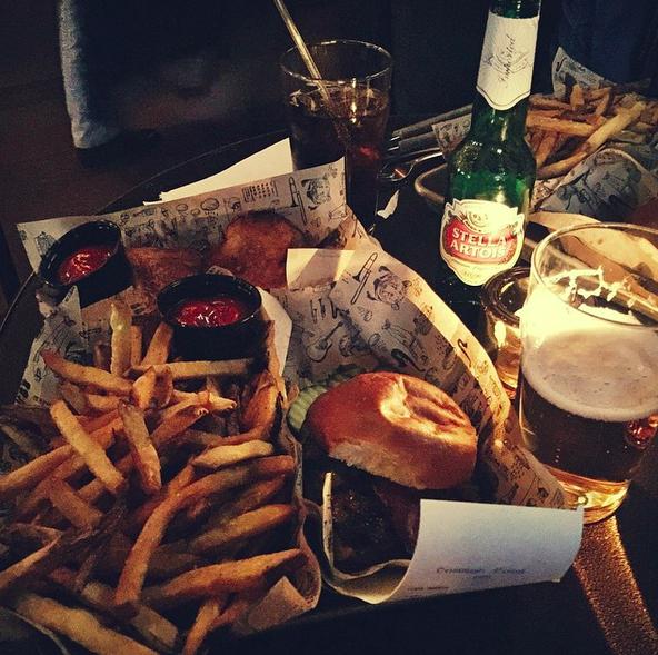 Gourmet burgers & drinks at Hudson Common  | Credit: Instagram, @alineportapila
