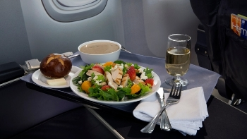 United Airlines' Strawberry Fields Salad | Courtesy United Airlines
