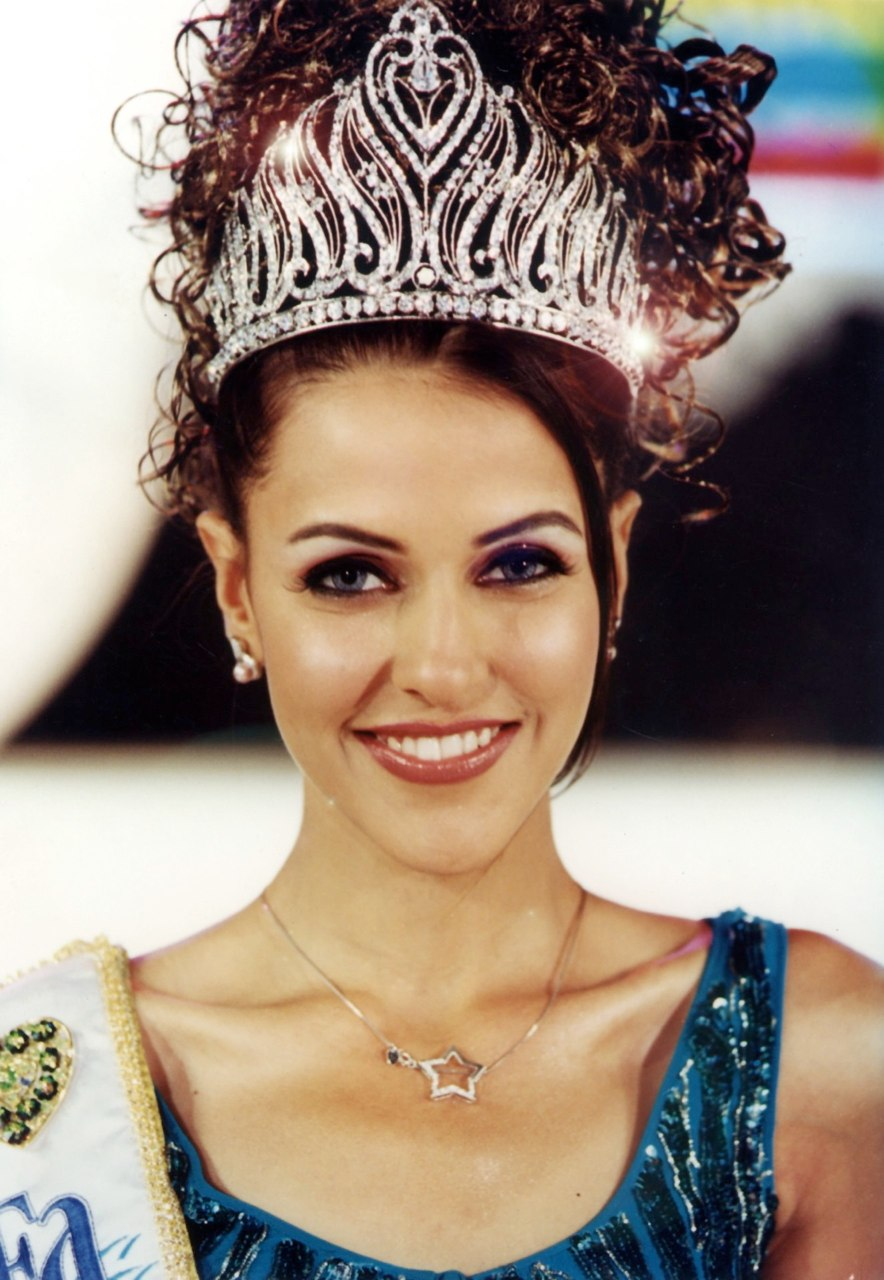 Neha Dhupia - Miss India Universe 2002 wearing Miss India Tiara designed by Reena Ahluwalia.