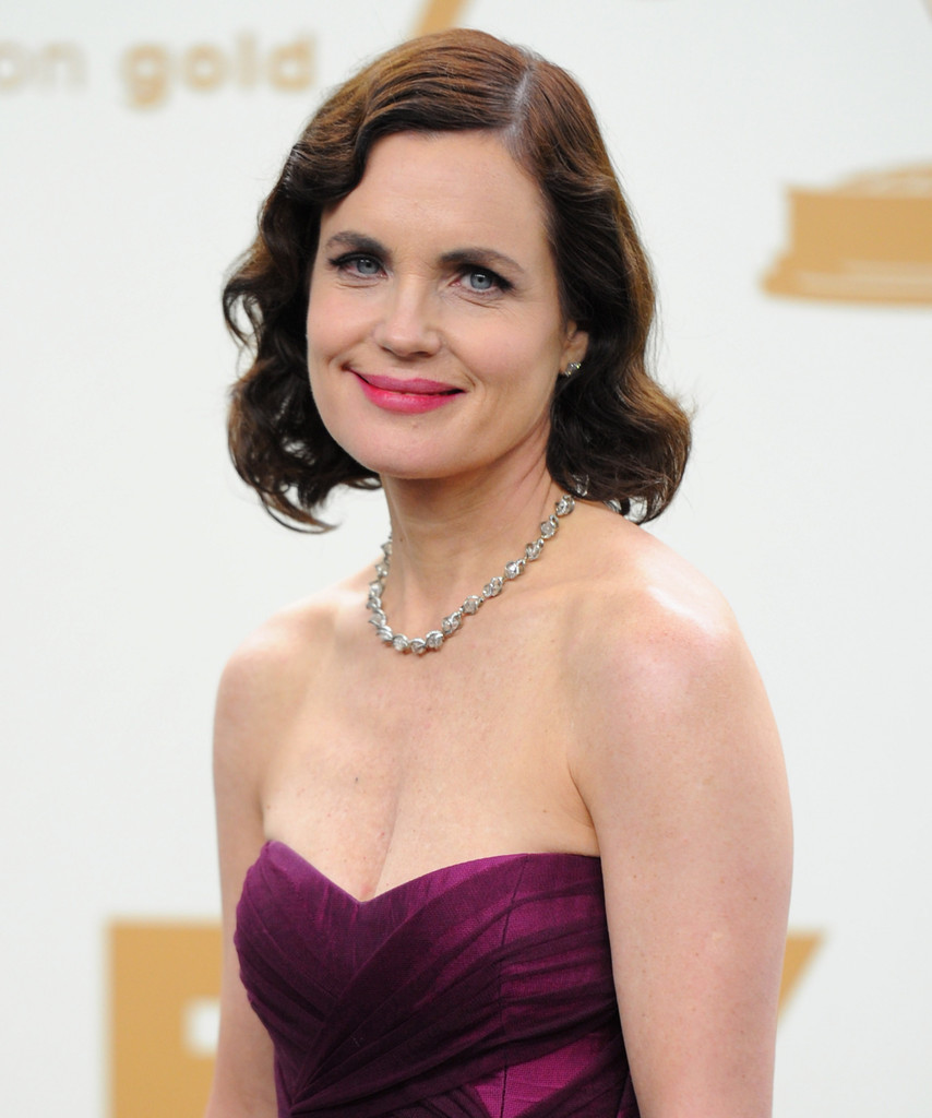 Elizabeth McGovern_ 63rd Primetime Emmy Awards_Reena Ahluwalia_Victor Canadian Diamonds necklace1.jpg