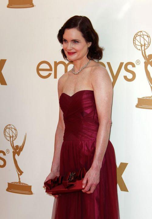 Elizabeth McGovern_ 63rd Primetime Emmy Awards_Reena Ahluwalia_Victor Canadian Diamonds necklace2.jpg