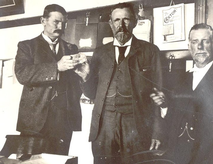 Upon it's discovery, Cullinan crystal (rough) being handed from Fred Wells (right) to McHardy, who then hands it to Sir Thomas Cullinan (left). 1905