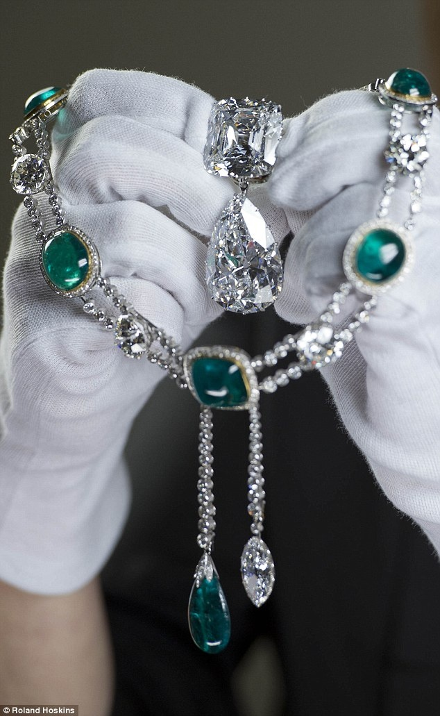 Cullinan diamond III and IV Brooch, commissioned by Queen Mary in 1911, and the Delhi Durbar Necklace and Cullinan Pendant, which is the Cullinan VII. Image: Roland Hoskins