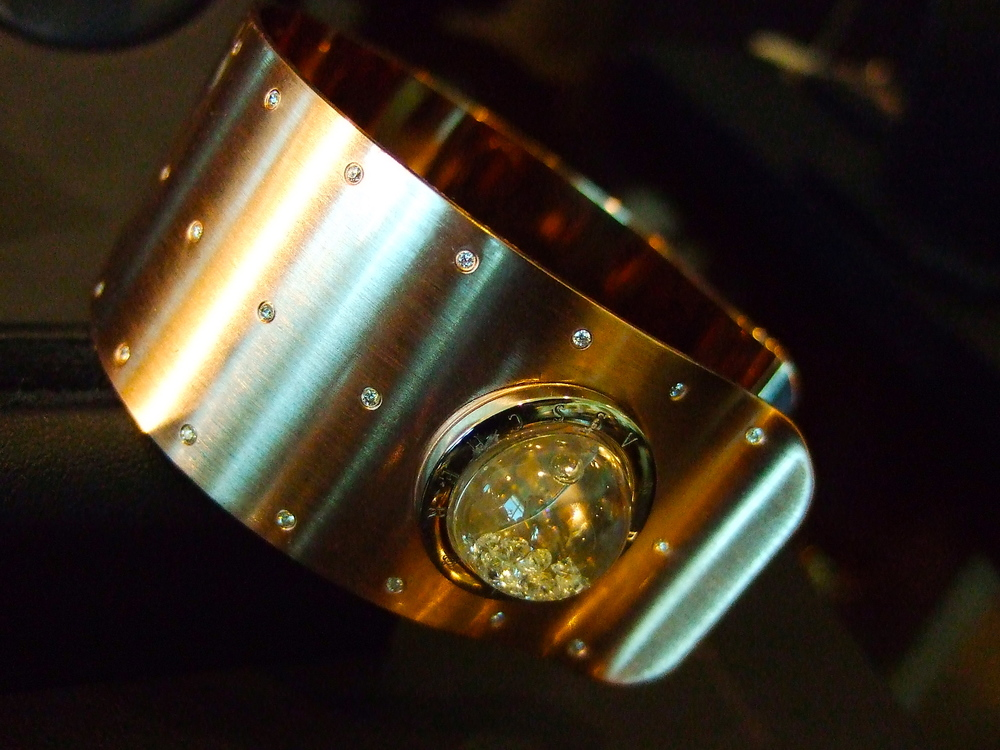 Floating-diamonds cuff from the Shining Stars collection.
