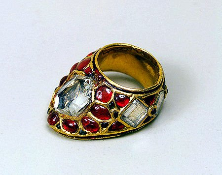 Dress archery ring of Mughal emperor, Shah Jahan. Second quarter of the 17th century. Gold set with carved and polished uncut diamonds, rubies and emeralds. Photo: State Hermitage Museum.
