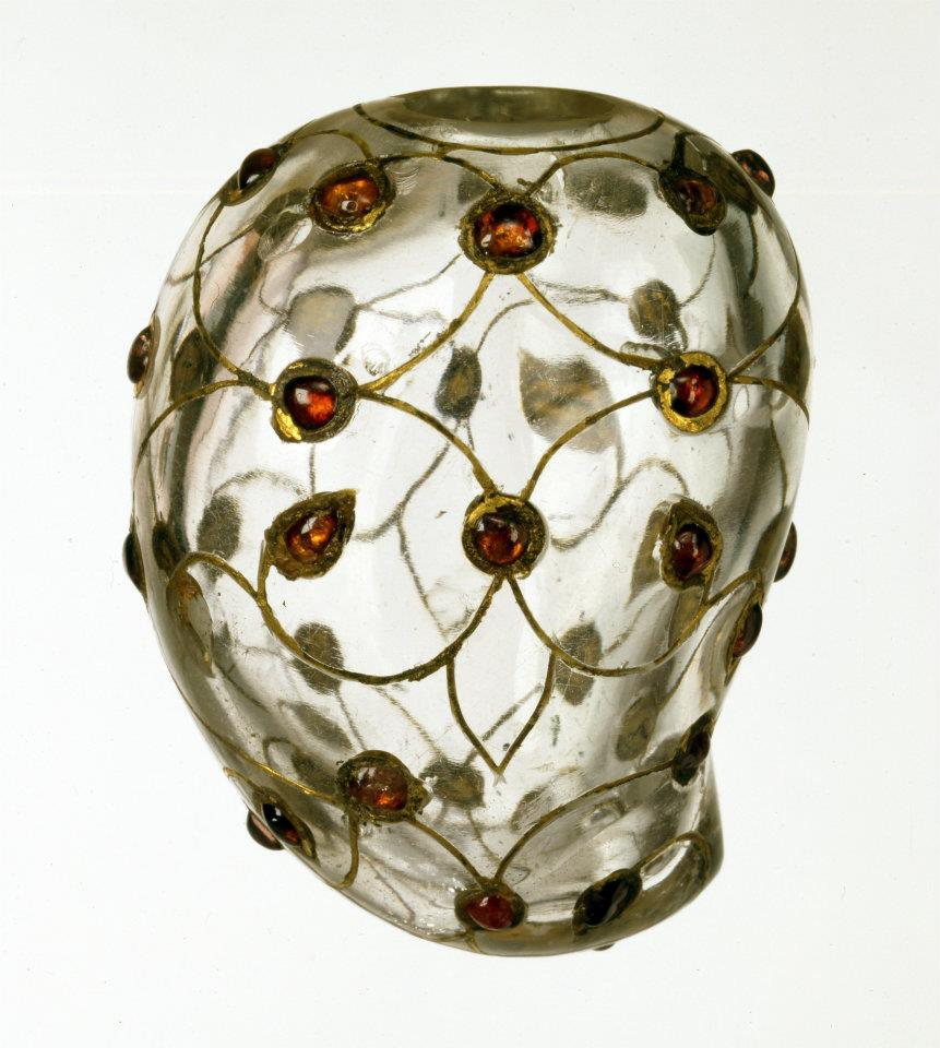 Mango-shaped container, rock crystal, inlaid with gold and rubies. India, Mughal; 17th century. The princes of the Mughal dynasty had a special love for semi-precious stones like jade and rock crystal, and their artists achieved a very high degree of perfection in carving objects such as dagger hilts, bowls, and rings from these materials. Grooves cut into the materials could then be inlaid with gemstones and gold. Photo: The David Collection