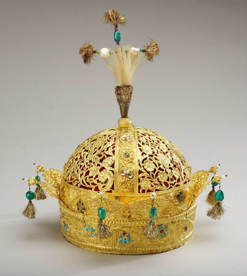 Crown  of the Emperor Bahadur Shah II (the last Mughal emperor). 1850. Gold,  turquoises, rubies, diamonds, pearls, emeralds, feathers and velvet. The  Royal Collection©