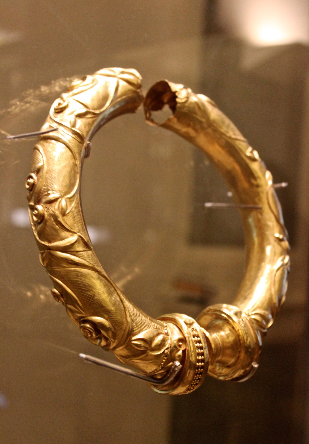 The Broighter Gold Collar. Concentric arches drawn by compass highlight raised decoration of S-shaped scrolls, trumpet shapes and lentoids. From the hoard of gold objects. Broighter, county Derry. 1st century BC.