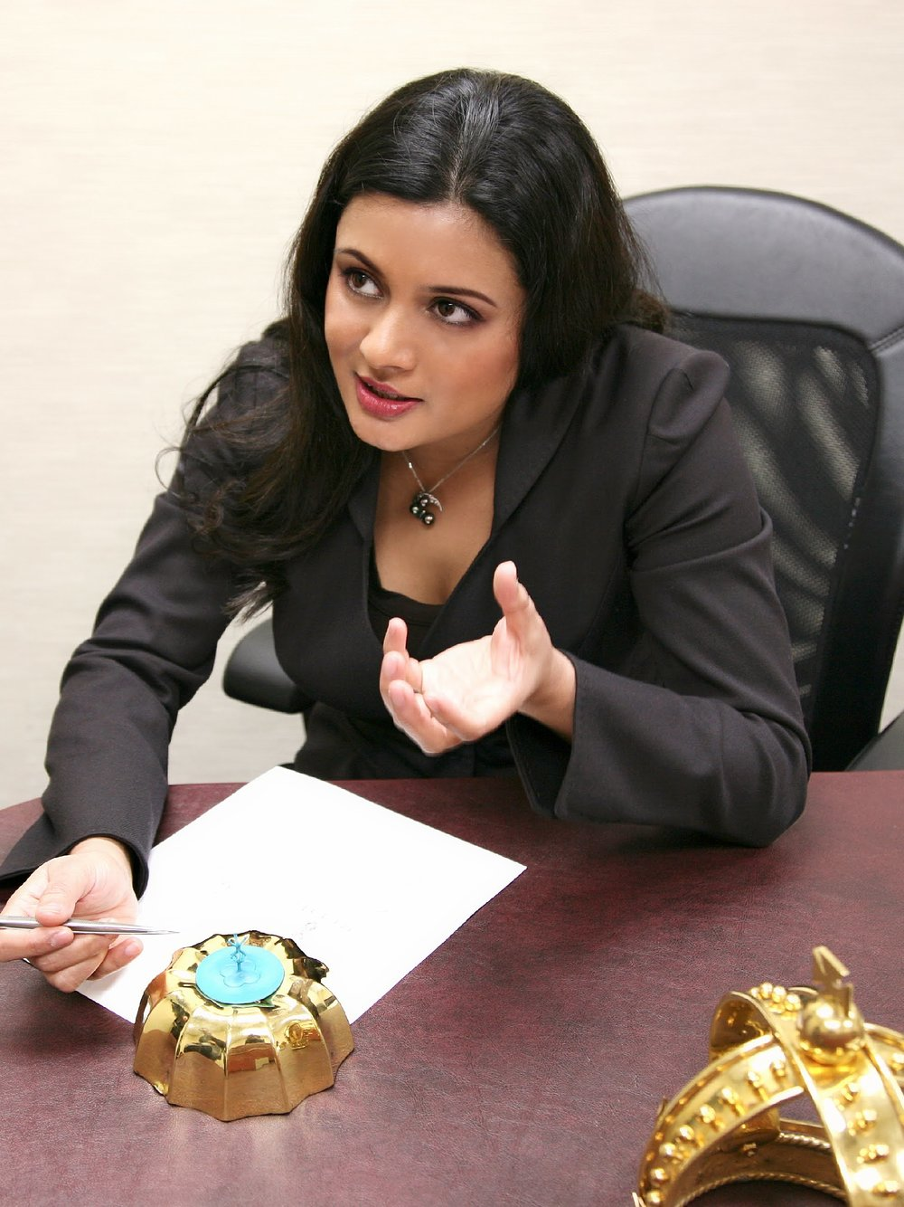 3Designer Reena Ahluwalia during the fabrication of the diamond setting of Mace.jpg