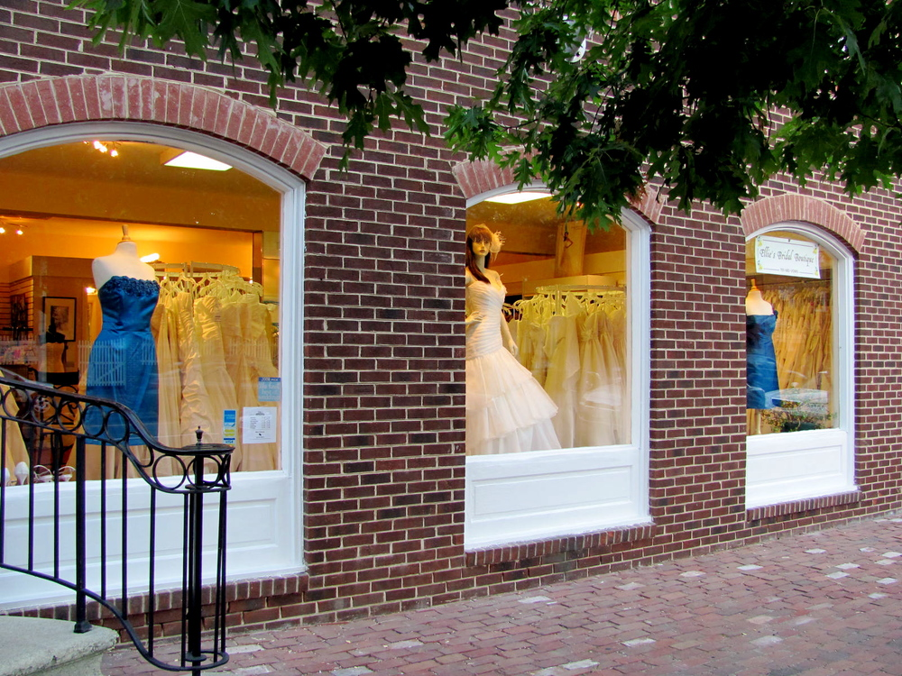 Ellie's Bridal Boutique - Serving DC, Maryland, and Virginia brides in the pursuit of the perfect wedding dress.