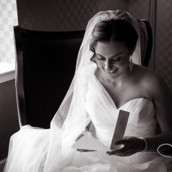 There is no doubt that her veil adds an extra surch of emotion to this pre-ceremony photo of Liz