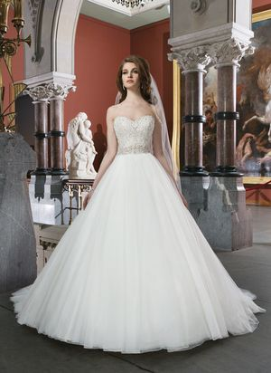 Style 8724 by Justin Alexander   -- Wedding Dresses under $4,000 at Ellie's Bridal Boutique (Alexandria, VA)