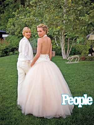 Portia de Rossi  wears a dramatic backless   gown   with pale pink tulle skirt by Zac Posen.