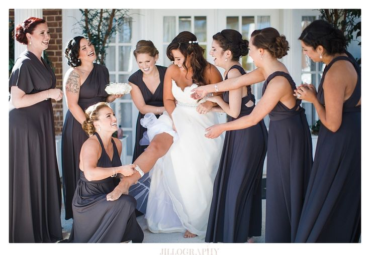 Beth + her bridesmaids on October 4, 2014 ♥ Jillography at Raspberry Plain (Leesburg, VA)