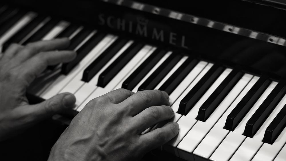 Markus Kvits hands...