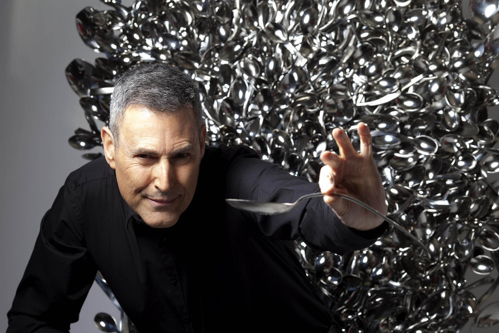 One of the worlds greatest mentalists - Uri Geller