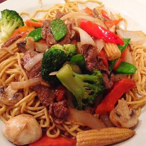 soft-egg-noodle-stir-fry-with-beef-pho-hoa.jpg