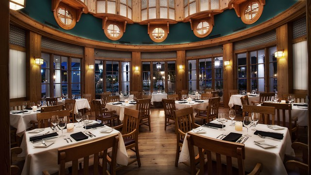Yachtsman Steakhouse © Disney