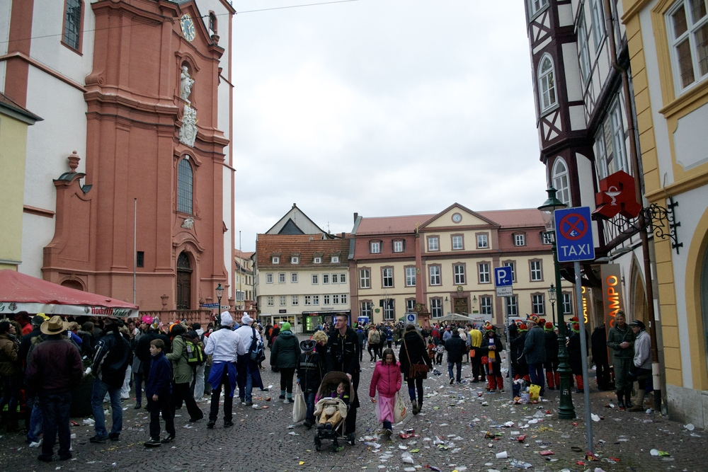 Post-Rosenmontag madness in Fulda. I have never seen the city so dirty.