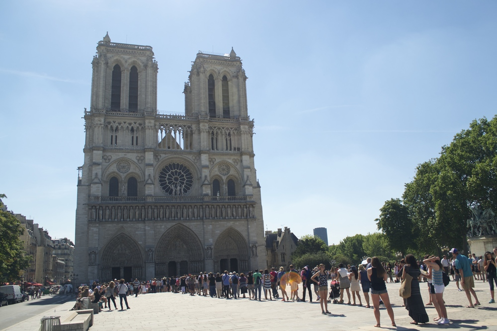We decided against Notre Dame this day -- didn't feel like baking in the hot sun waiting to get in!